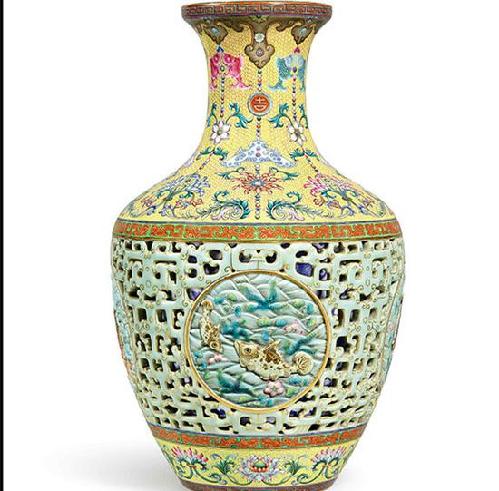 Qianlong vase to go under the hammer in Hong Kong