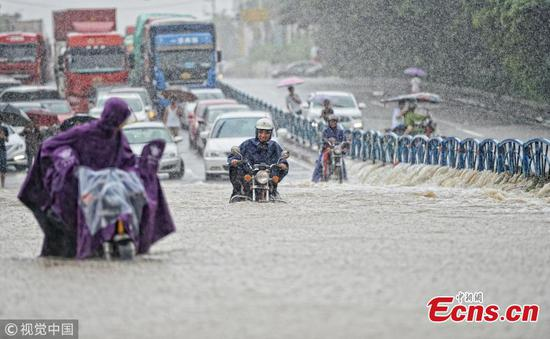 Eastern city battles floodwaters