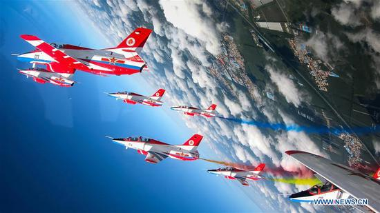 在中国空军航空大学开幕日活动中表现出色