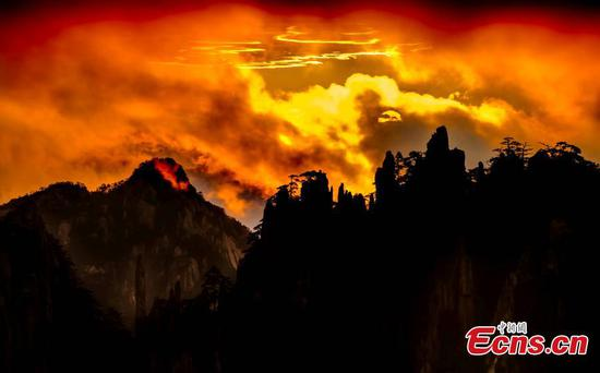 Spectacular sunrise in Mount Huangshan
