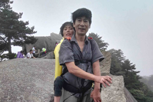 Husband carries wife on tour of China