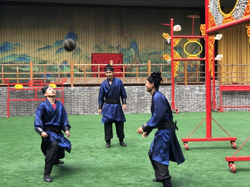 Performers play cuju, an ancient Chinese form of soccer, at the Linzi Football Museum in Zibo, Shandong Province. (Photo: Xu Liuliu/GT)