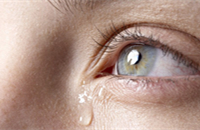 Color-changing sensor detects signs of eye damage in tears