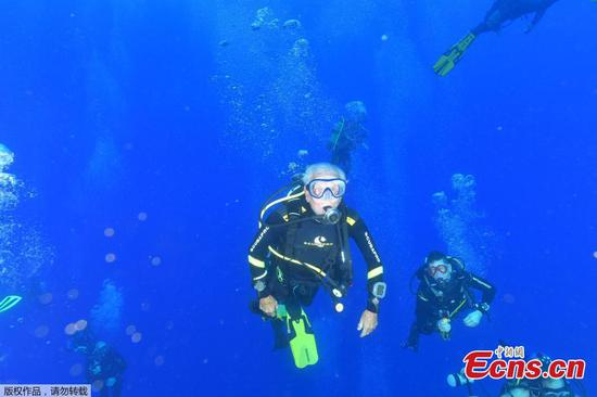 At 95, WWII veteran breaks own record as oldest scuba diver