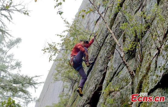 Rock-climbing contest held in Inner Mongolia
