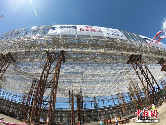 Photo taken on Sept 3, 2018 shows the construction site of the long-span aircraft hangar located in Beijing Daxing International Airport. (Photo/China News Service)