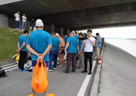 Members of the rescue team, seen here on May 12, 2018, which found the body of the Didi driver suspected of killing his female passenger in Zhengzhou, Henan Province. (Photo/huanqiu.com)