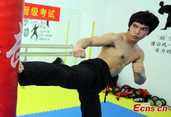 Bruce Lee look-a-like Liao Chentao promotes kung fu