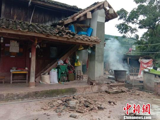Four people suffered minor injuries in an earthquake that hit Mojiang Hani Autonomous County, southwest China's Yunnan Province at 10:31 a.m. Saturday, local authorities said. (Photo provided to Chinanews.com)