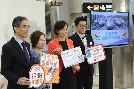 Mass Transit Railway Corp officials in the Hong Kong Special Administrative Region explain plans for advance ticket sales for the Guangzhou-Shenzhen-Hong Kong Express Rail Link at a news briefing on Friday. (Photo by Edmond Tang/China Daily)
