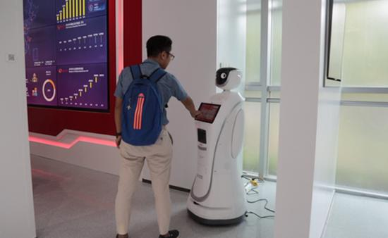 The intelligent robot, displayed in the AstraZeneca Commercial Innovation Center in Wuxi's Xinwu district, will instead of a nurse help guide patients and make appointments. AstraZeneca is one of the world's leading global biopharmaceutical companies. (Photo provided to chinadaily.com.cn)