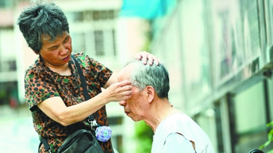 Fan Chengfen, a 71 year-old woman in Wuhan City, central China's Hubei Province, helps her husband battle Alzheimer's disease. (Photo provided to CGTN)