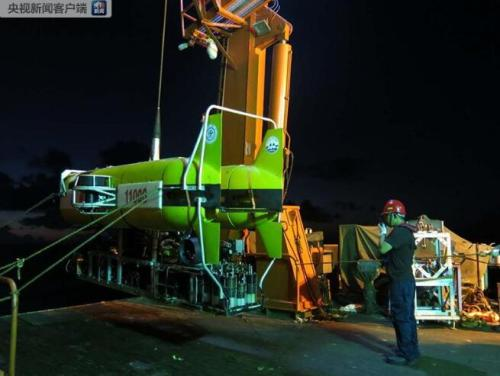 China's unmanned submersible dives to 5,630 meters under sea