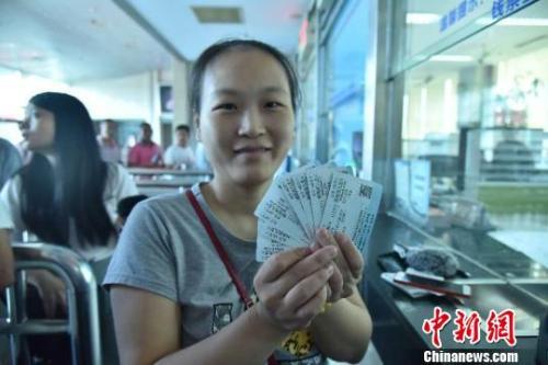A woman from Fuzhou, Fujian Province, shows tickets for the Guangzhou-Shenzhen-Hong Kong Express Rail Link, Sept. 10, 2018. (Photo/China News Service)