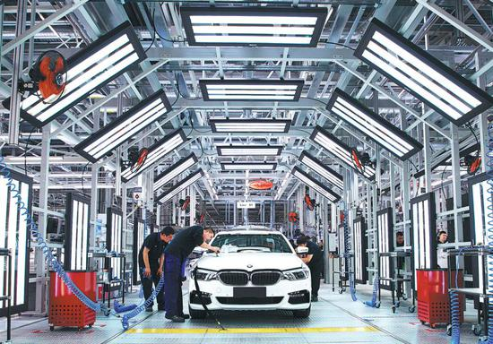 Employees check vehicles produced by BMW Brilliance Automotive Co Ltd in Shenyang, Liaoning Province. (Photo provided to China Daily)