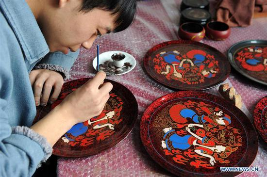 Craftsmen make lacquerworks in Dafang County, Guizhou