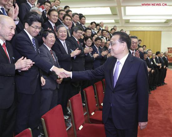 Chinese Premier Li Keqiang meets with a delegation of Japan's business community, led by Chairman of Japan Business Federation Hiroaki Nakanishi, President of the Japan-China Association on Economy and Trade Shoji Muneoka, and Chair of the Japan Chamber of Commerce and Industry Akio Mimura, at the Great Hall of the People in Beijing, capital of China, Sept. 12, 2018. (Xinhua/Ding Lin)