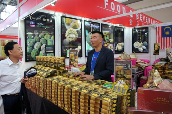 A stand displaying dried-durian products at the 15th China-ASEAN Expo. [Photo by Wang Zhuangfei/China Daily]