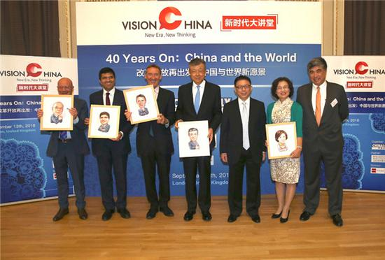 Editor-in-Chief of China Daily Zhou Shuchun (R3) and Rupert Li (R1), the global chief operating officer and a senior partner at King & Wood Mallesons, take picture with guest speakers at China Daily's Vision China event in London, Sept 13, 2018. (Photo by Zou Hong/chinadaily.com.cn)
