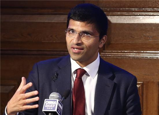 Nikhil Rathi, CEO of the London Stock Exchange, delivers a speech at China Daily's Vision China event in London, Sept 13, 2018. (Photo by Zou Hong/chinadaily.com.cn)