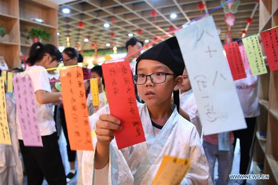 Children greet upcoming Mid-Autumn Festival