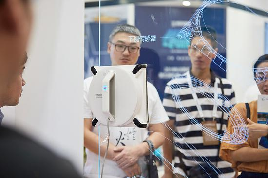 Smartening robots for edge abroad