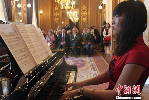 2,800 flock to Chinese Embassy in France on open day