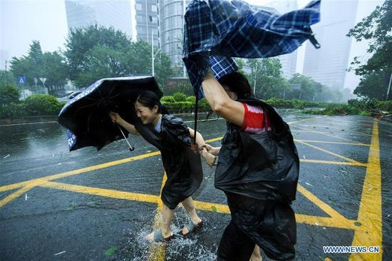 2 killed as Typhoon Mangkhut makes landfall in Guangdong