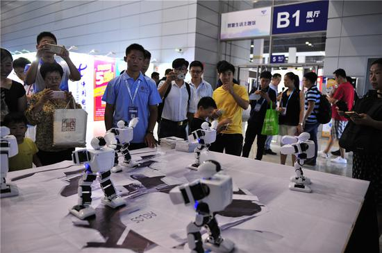 Aelos robots show off their abilities in education and performance during the 2018 World IoT Expo, Wuxi, Sept 15. They were also on stage at the Winter Olympics in Pyeongchang. (Photo by Xiao Da/chinadaily.com.cn)