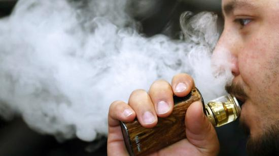 More UK smokers switching to e-cigarettes: survey