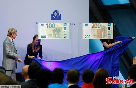 ECB unveils new 100 euro, 200 euro banknotes