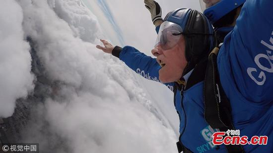 D-Day veteran completes first skydive since 1944