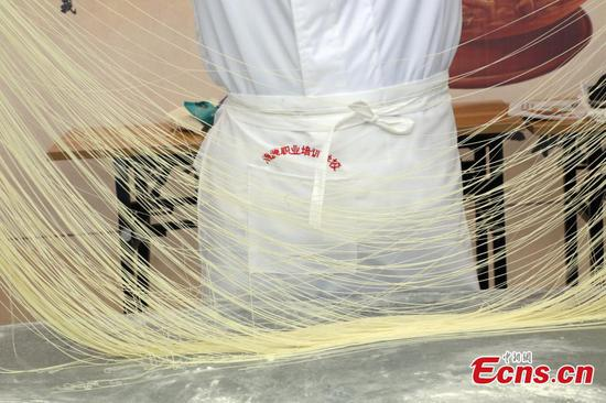Hand-pulled noodle competition held in Qinghai