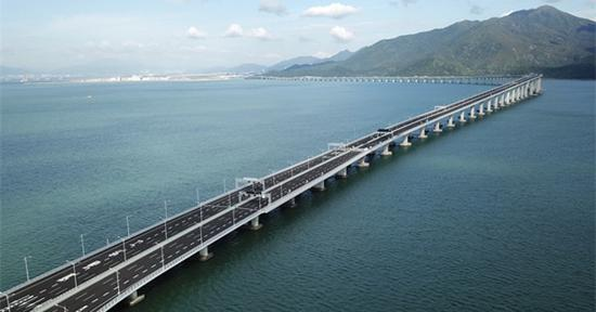 Hong Kong-Zhuhai-Macao Bridge withstands super typhoon Mangkhut
