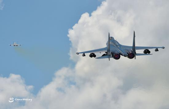 Fighter jets conduct flight training near S China Sea