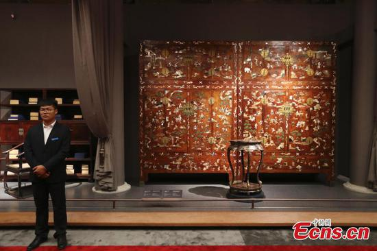 The Palace Museum in Beijing puts more than 300 pieces of furniture from the Qing Dynasty (1644-1911) on display, Sept. 19, 2018.  (Photo: China News Service/Sheng Jiapeng)