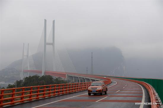 Photo taken on Dec. 29, 2016 shows the Beipanjiang Bridge linking Duge Township of Liupanshui City in southwest China's Guizhou Province and Puli Townshp under Xuanwei City in southwest China's Yunnan Province. The 1341.4-metre-long Beipanjiang Bridge was put into operation on Thursday.(Xinhua/Pu Chao)