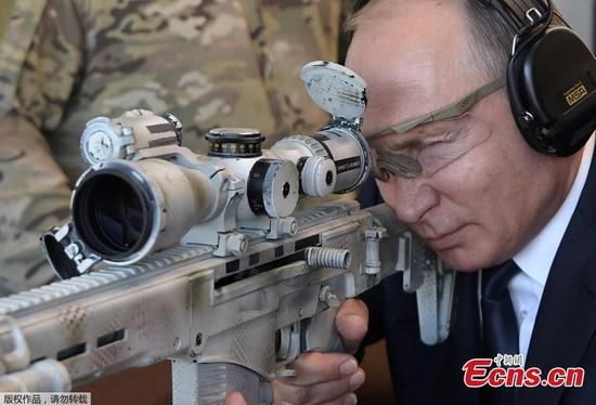 Russian President Putin tests sniper rifle