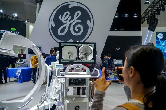 CT machines made by GE are displayed at a medical equipment exhibition in Shanghai on April 13. (Photo provided to China Daily)