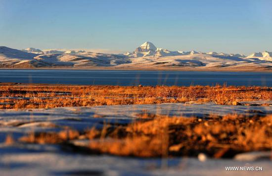 Photo taken on Oct 23, 2014 shows the beautiful scenery of Mount Kailash in Ngari prefecture of southwest China's Tibet Autonomous Region. (Xinhua photo)