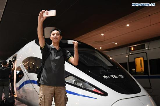 广深港高速铁路全线投入运营