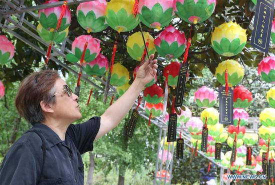 Chinese traditional Mid-Autumn Festival marked in Shanghai, east China