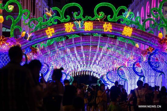 China sees 97.9 mln tourists during Mid-Autumn Festival holiday