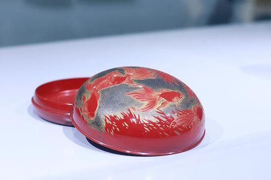 Japanese lacquerware masters present works in Beijing