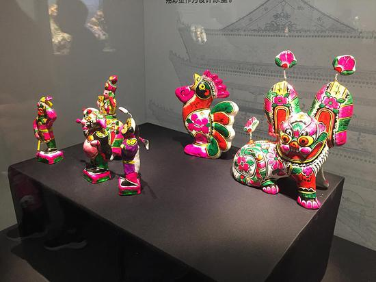 Colored sculpture in China: Innovating, passing on tradition