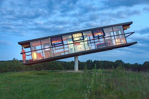 Rotating and tilting ReActor house in US town