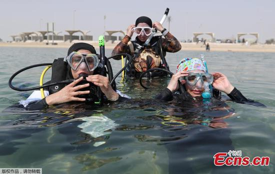 Saudi women embrace open-water diving