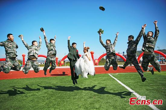 Army soldiers hold group wedding ceremony