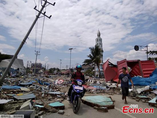Hundreds killed as powerful earthquake and tsunami hits Indonesian city