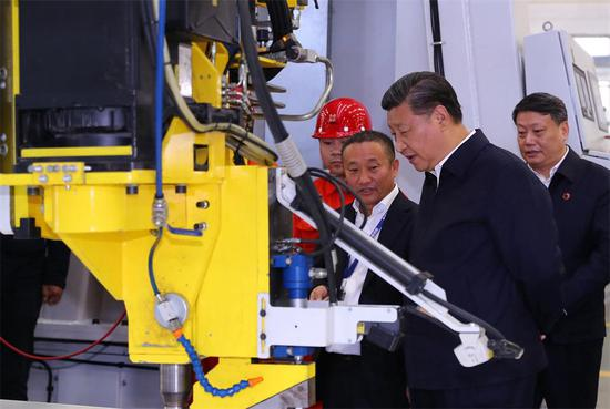 President Xi Jinping visits a workshop of China Zhongwang Holdings Ltd in Northeast China's Liaoning province on Thursday. Xi's inspection in Liaoning on Thursday was part of a three-day inspection tour of the three Northeast provinces. (Photo/XINHUA)